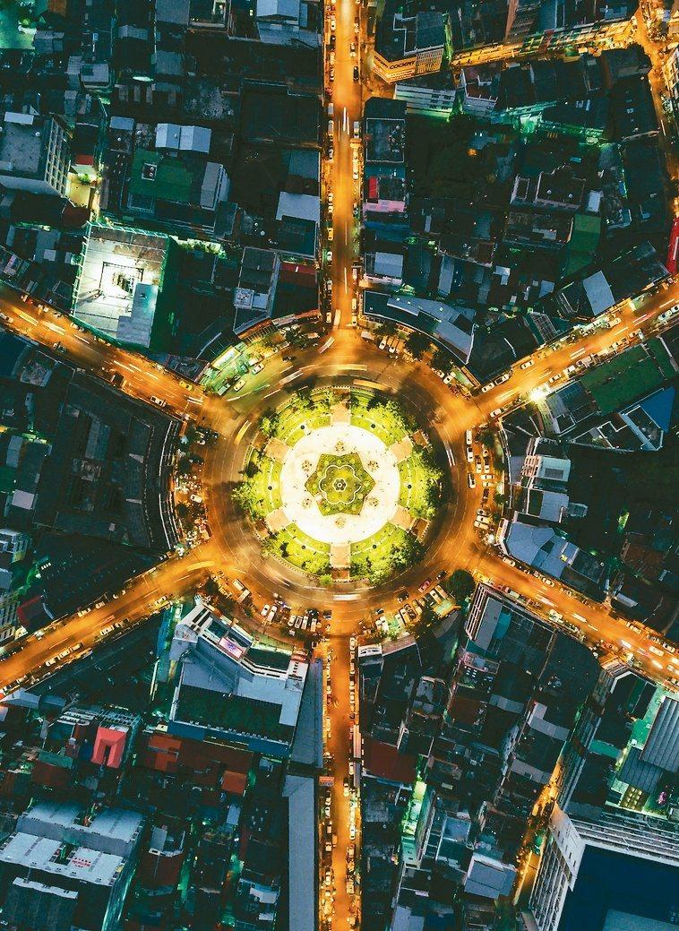 在未來的智慧城市中,科技將無所不在,智慧量表、智慧路燈、甚至智慧垃圾桶都將廣泛部...