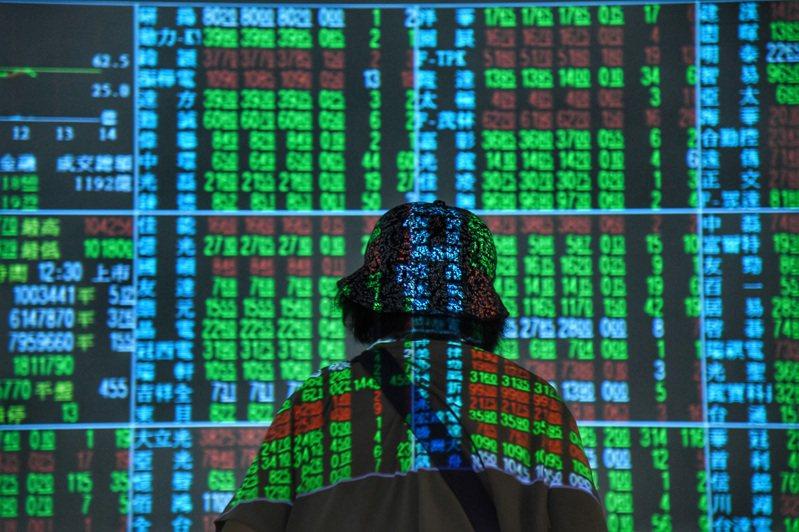 台北股匯市金鼠年30日開紅盤,股市寫下歷來最大跌點,上市櫃合計爆出史上第五大量、達3,397億元。 中央社資料照