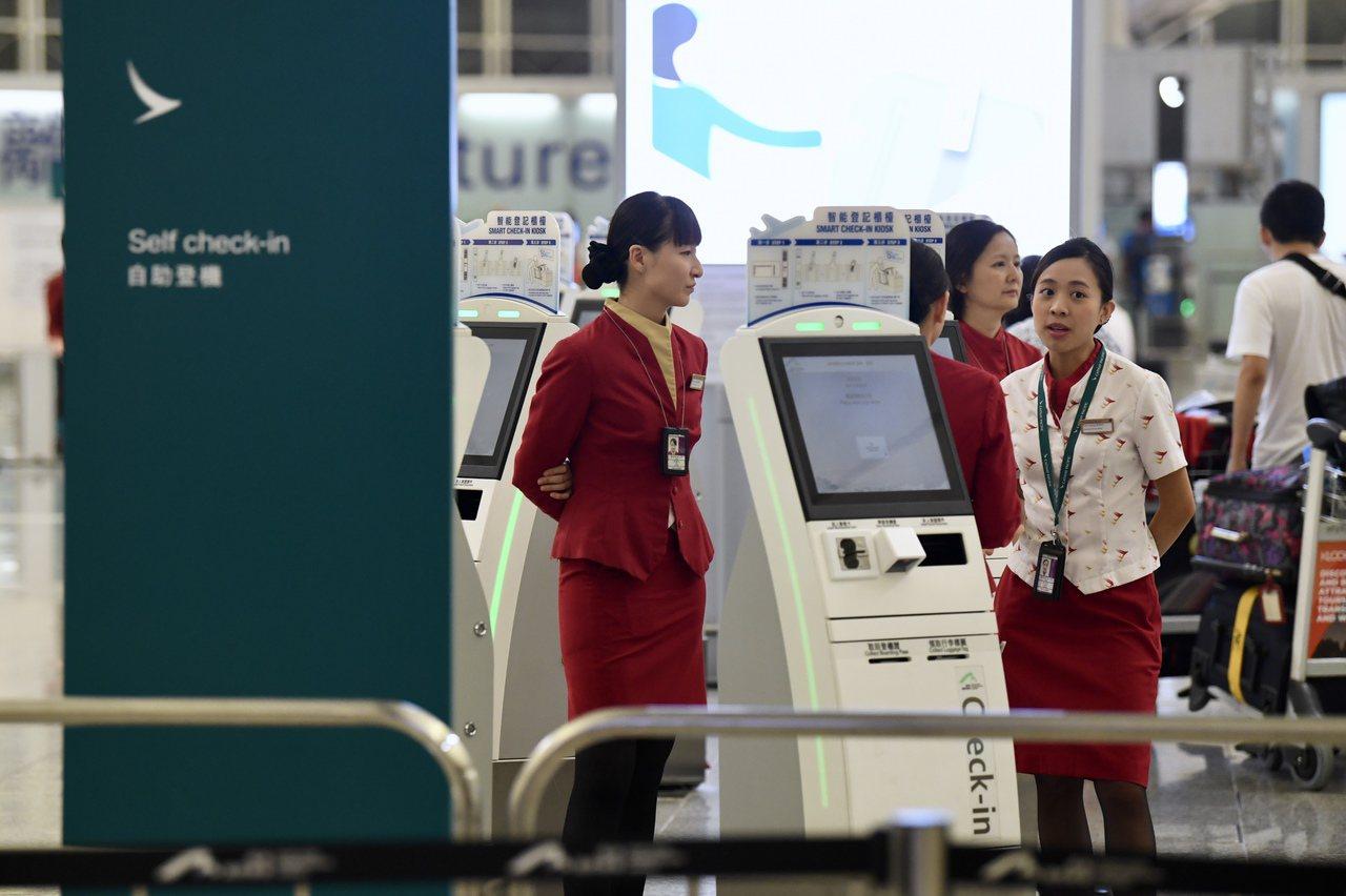 國泰CEO:機場集會員工可被炒 香港中國通訊社