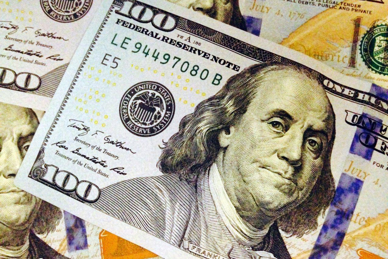 紐時報導,川普新規將有利於有錢人拿綠卡,且每年可為納稅人節省22.7億美元。 美...