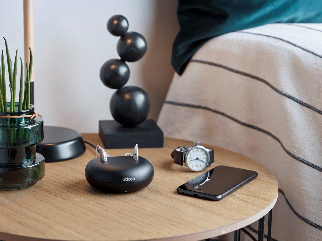 科林助聽器獨家Opn S_充電式助聽器快充30分鐘可用6小時。 科林助聽器/提供...