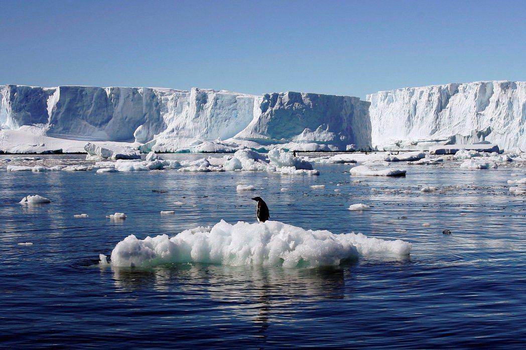 從1992年至2017年,南極洲的冰損失了近3兆噸。 圖/路透社