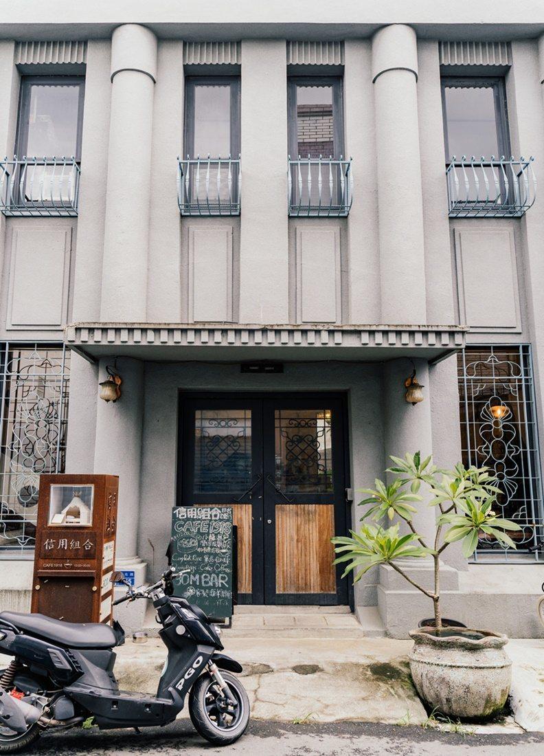 恆春信用組合1918年由地方士紳陳雲士所創,起初是間私人銀行,而「信用組合」在日...