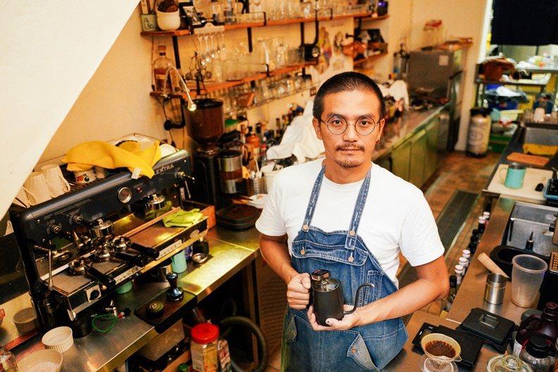 原在台北從事餐飲業的林立峰,因想開一家全台最「南」的精品咖啡店,所以來到恆春。 ...