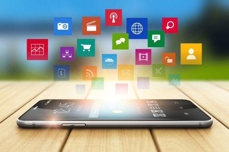 許多人會安裝清垃圾或加速軟體,解決手機卡頓問題,但專家表示這並不會直接影響手機速度。圖/ingimage