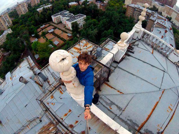 19歲的米哈伊連科玩極限運動時,不慎被高壓電燒成火球。圖擷自mirror