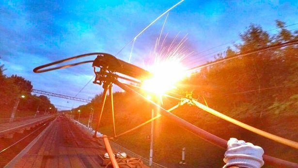 這是米哈伊連科第一次玩火車衝浪時拍下的照片。圖擷自mirror