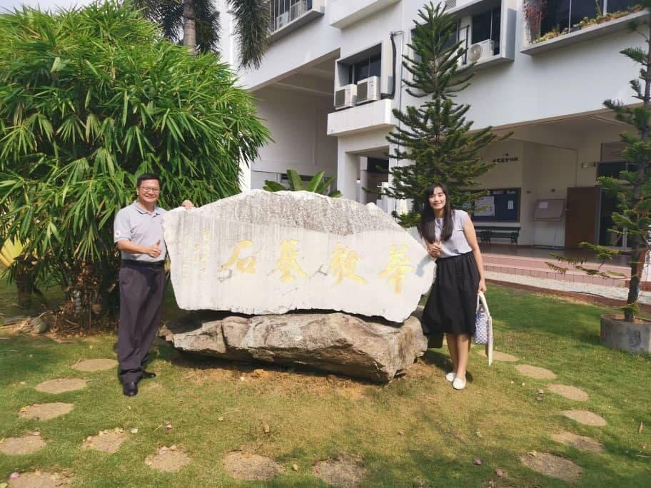 左:馬來西亞波德申中華中學校長,張永慶博士。圖/宋怡慧老師提供