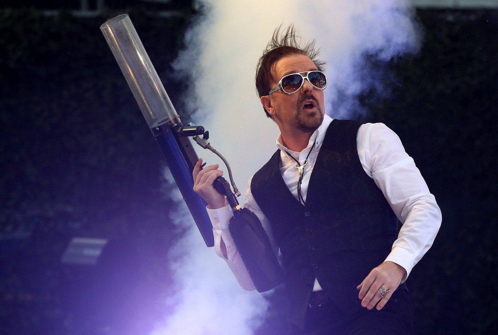 瑞吉・葛文(Ricky Gervais)曾拿大屠殺時期《安妮的日記》作者等受害族...