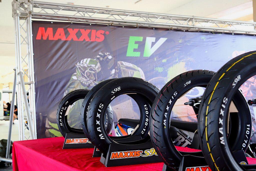 MAXXIS針對台灣二輪市場與逐漸熱賣的電動機車,推出嶄新S98系列輪胎。 記者...