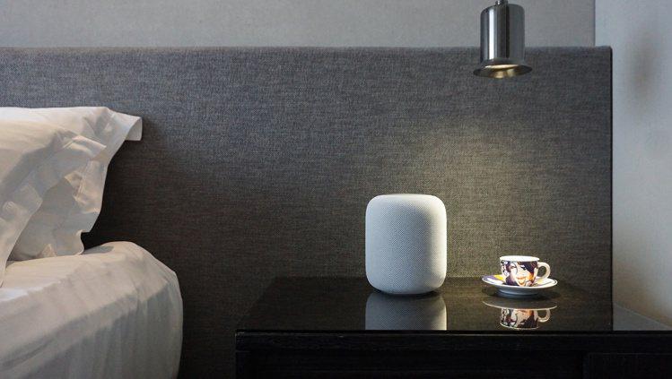 Apple HomePod,提供白色與太空灰色,建議售價9,900元,將於今年夏...