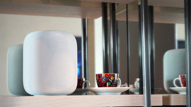 HomePod內建空間感知技術,會偵測擺放位置,自動展現最理想的音色。記者黃筱晴...