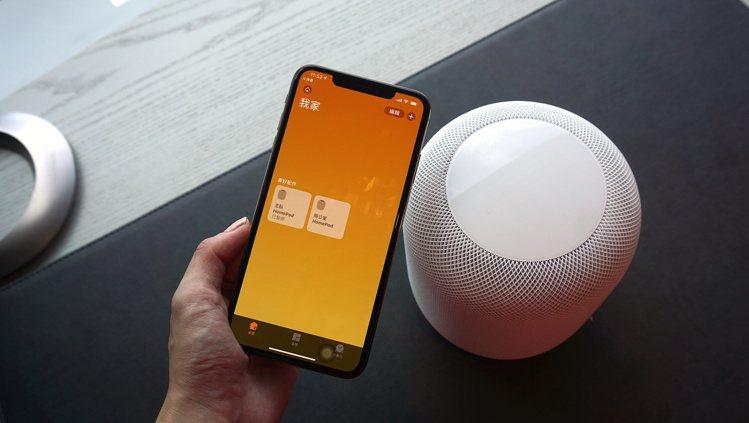 若擁有2顆以上的HomePod,可配對成為立體聲喇叭組。記者黃筱晴/攝影