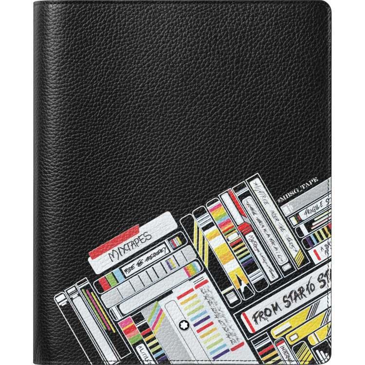萬寶龍大師傑作粒面軟皮混音卡帶系列中型筆記本套,13,100元。圖/萬寶龍提供