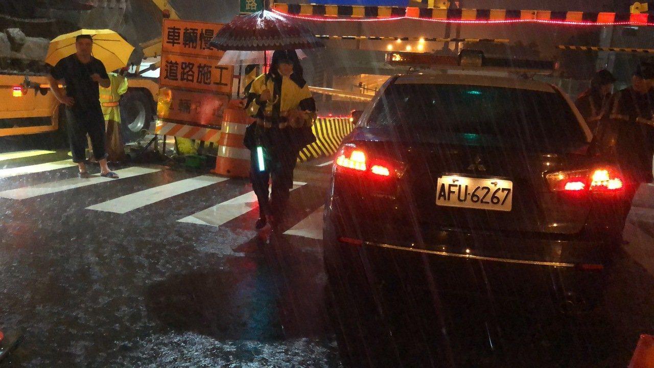 台南凌晨雷雨交加。記者邵心杰/攝影