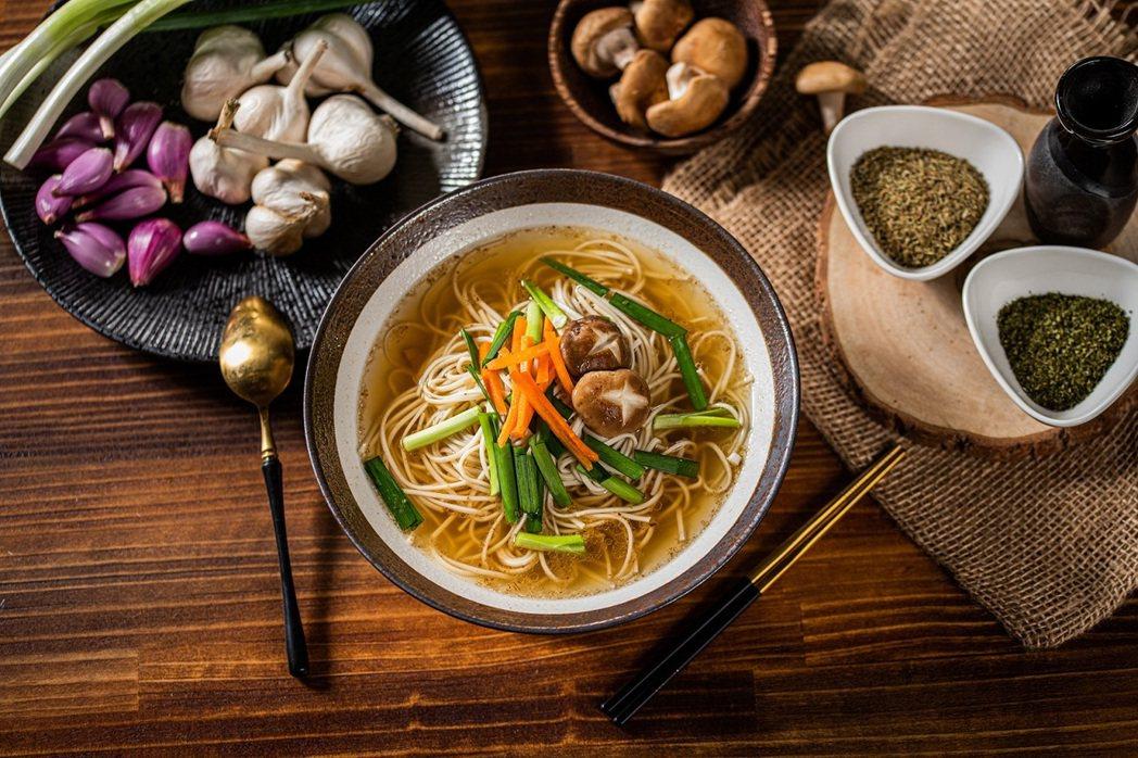 台式蔥蒜湯煲麵。 圖/麵本家提供