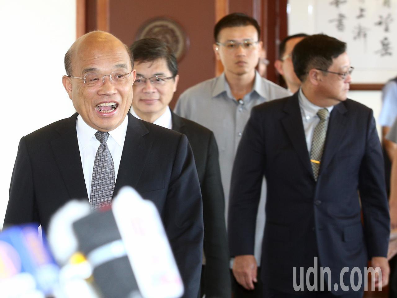 行政院院長蘇貞昌(左一)上午出席環保署舉辦「向全國清潔人員致敬 因為有您環境更美...