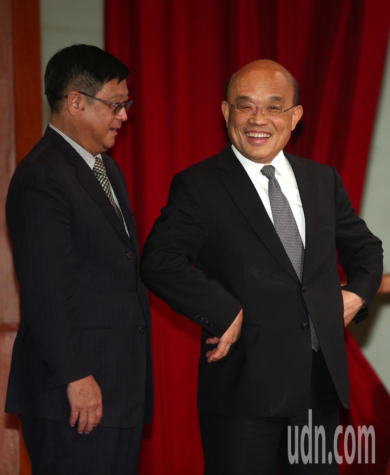 行政院院長蘇貞昌(右)上午在環保署長張子敬(左)陪同下出席環保署舉辦「向全國清潔...