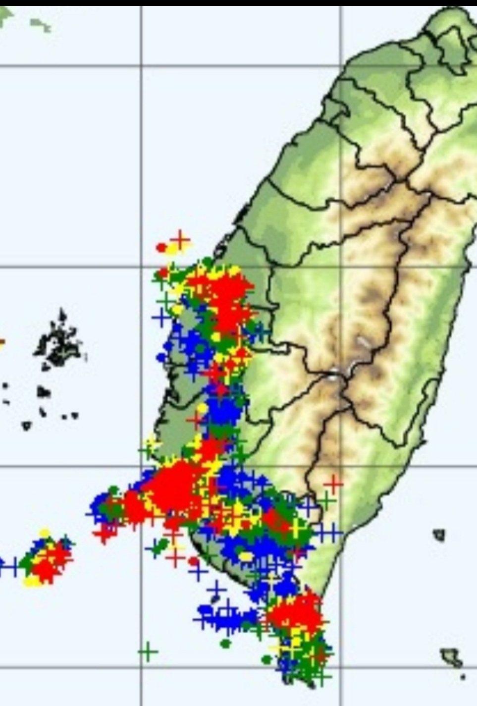 台南雷雨狂炸一整夜,今天停班停課,市長黃偉哲在自己臉書上公佈。圖/取自網絡