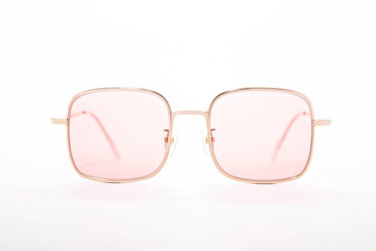 Fakeme台灣限定方框太陽眼鏡,6,800元。圖/永三提供