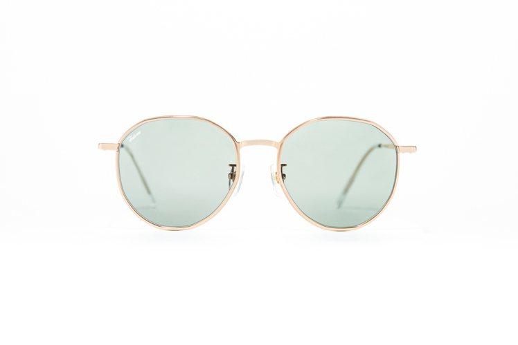 Fakeme台灣限定加大梨型框太陽眼鏡,6,800元。圖/永三提供