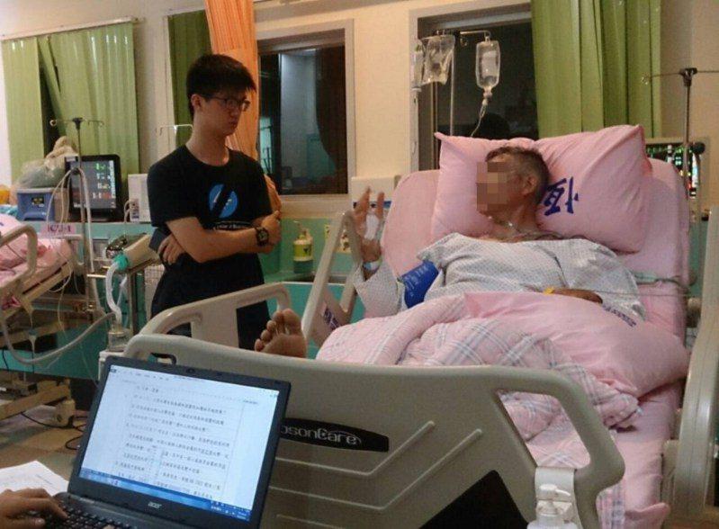 醫院一度發出西班牙男子IGNACIO(右)的病危通知。圖/警方提供