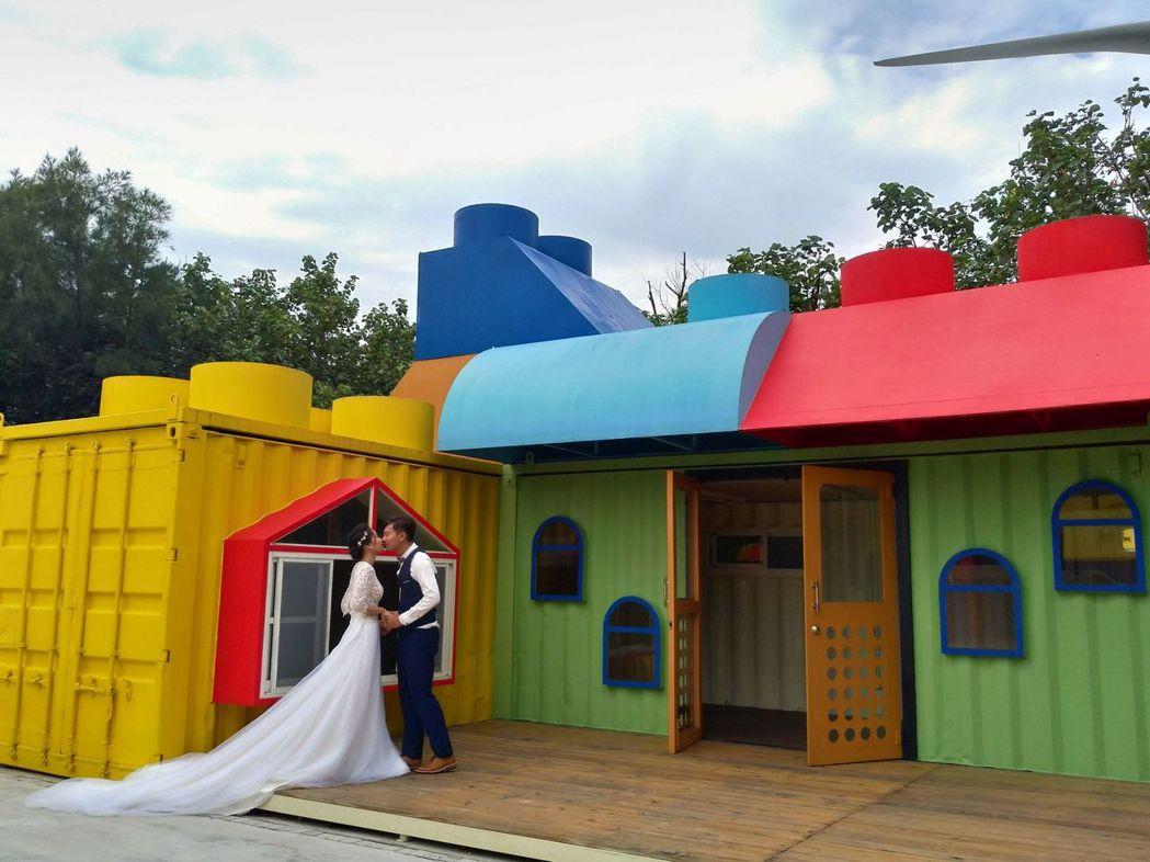 大安濱海樂園的露營區,色彩多,新人到此拍婚紗照。圖/台中市觀旅局提供