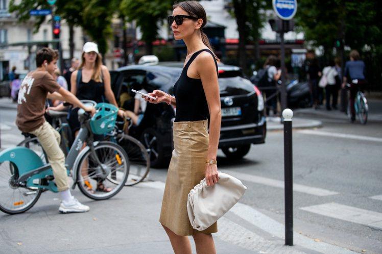 The Pouch系列包款備受時尚達人青睞。圖/Bottega Veneta提供