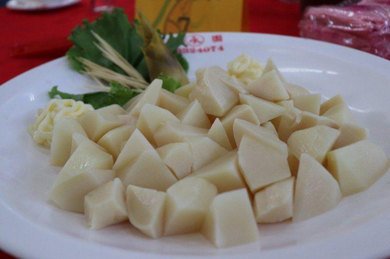 竹筍正值產季,紅燒炒煮皆適宜,但南投醫院提醒,竹筍一定要煮熟才能食用,否則恐引發...
