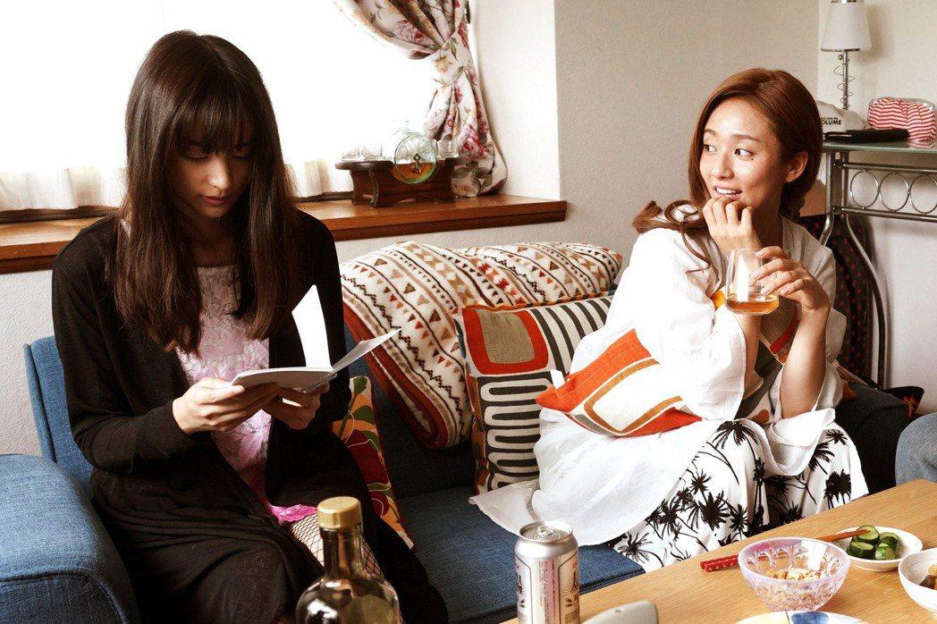 「殺手寓言」邀來木村文乃(右)、山本美月(左)兩大王牌女星攜手演出。圖/采昌提供