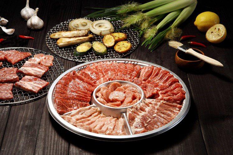 職人手切牛豬雙拼烤肉組。圖/RÒU by T-HAM提供