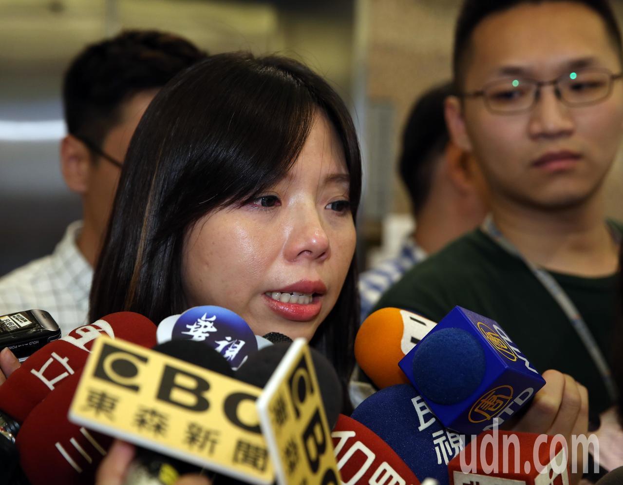 時代力量立委洪慈庸下午宣布退黨,她表示沒有感受到黨內要處理路線分歧的問題,她退黨...