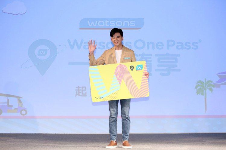寵i會員代言人李國毅為屈臣氏「Watsons One Pass一卡隨享」起跑活動...