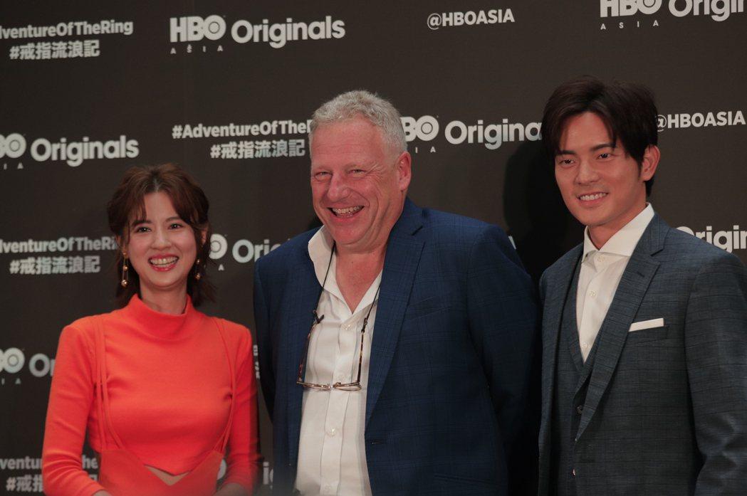 HBO Asia執行長施鵬騌(中)和「戒指流浪記」主角林予晞、宥勝歡喜相會。圖/...