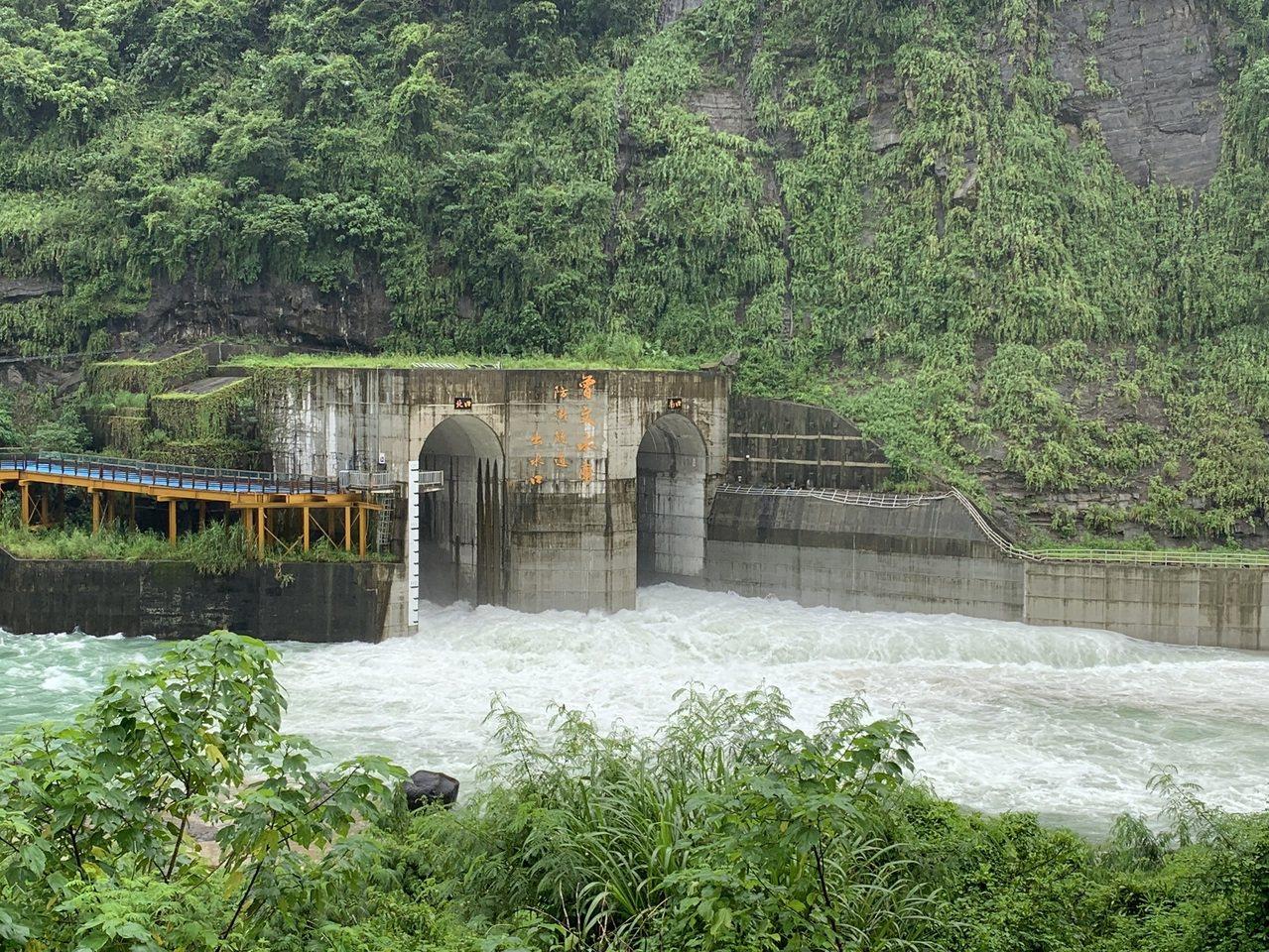 曾文水庫啟動防淤隧道排庫底沈砂。圖/南區水資源局提供