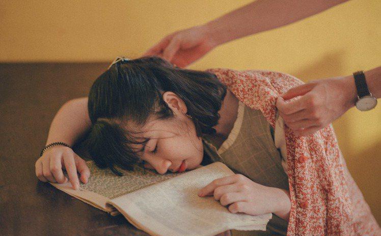 睡午覺,還能改善暴躁的脾氣,為自己調整好再出發。圖/摘自 pexels