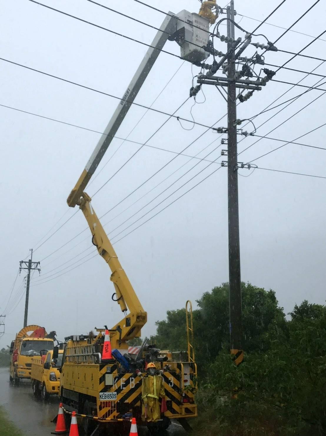 高雄市永安區、彌陀區等2區因岡工變電所3條饋線發生停電事故,共3733戶停電,台...