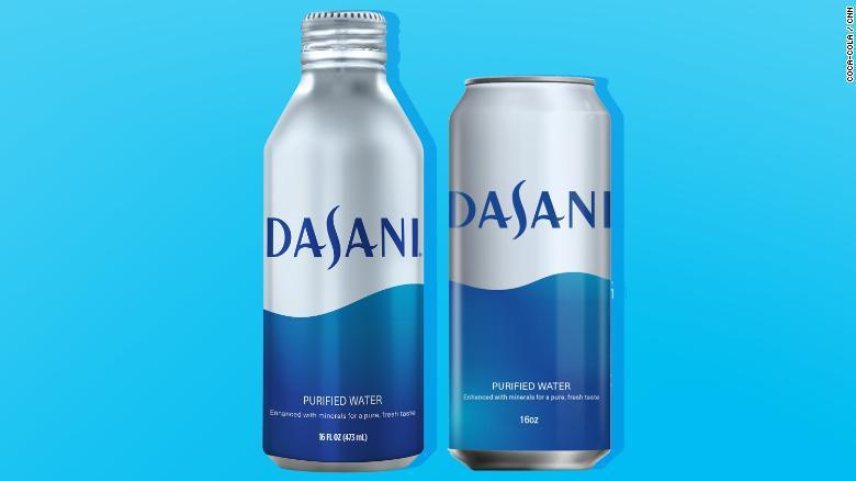 可口可樂將瓶裝水包裝改用鋁罐。網路照片