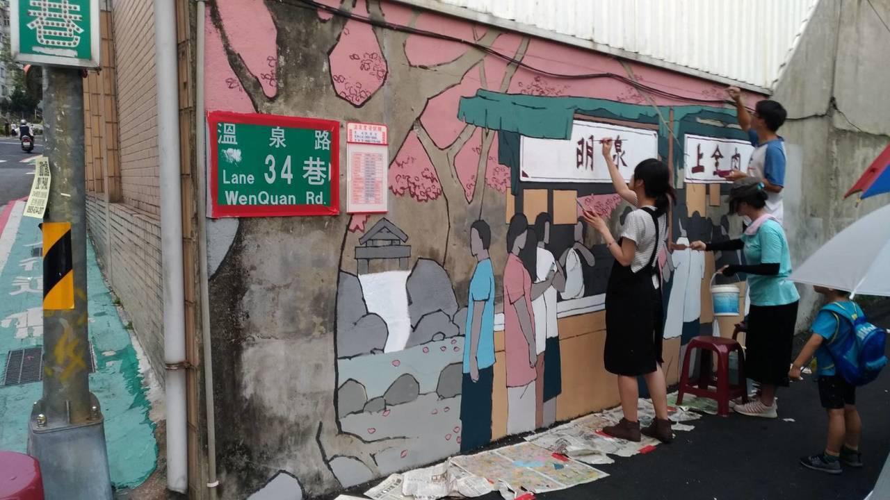 台北市北投區溫泉路34巷又被稱為「阿信的告白巷」,當地溫泉里長許智全與朋友合資,...