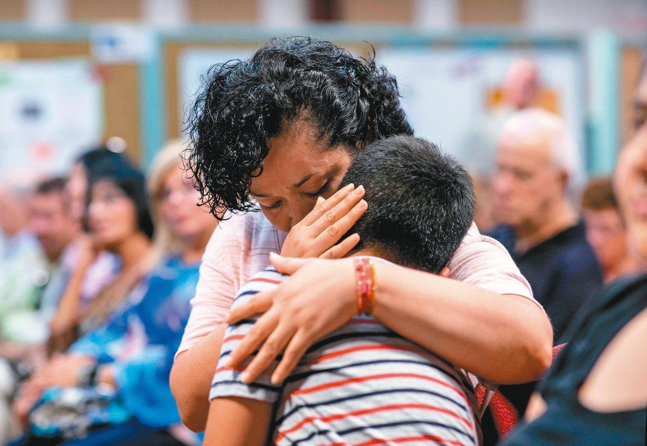 美國康乃狄克州政府十二日在斯坦福舉辦一場類似公聽會活動傾聽移民聲音,圖為出席活動...