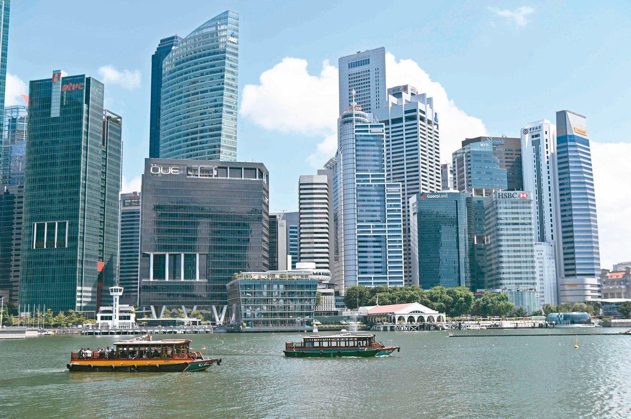 新加坡政府將今年經濟成長預估調降至接近零。圖為新加坡金融區。(法新社)