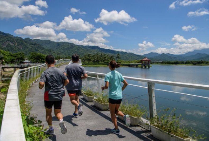 美濃湖環湖道路為本屆旗山馬拉松的全新景點。 圖/聯合數位文創提供
