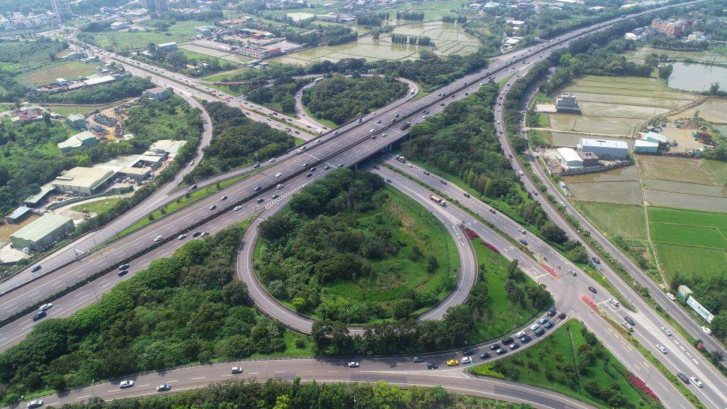 今年中秋節連假從9月13日至9月15日共3天,高公局今天宣布國道疏運收費措施,國...
