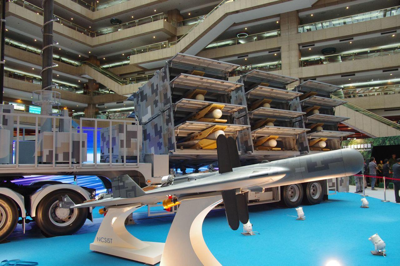 劍翔無人機與首度亮相的發射系統。記者程嘉文/攝影