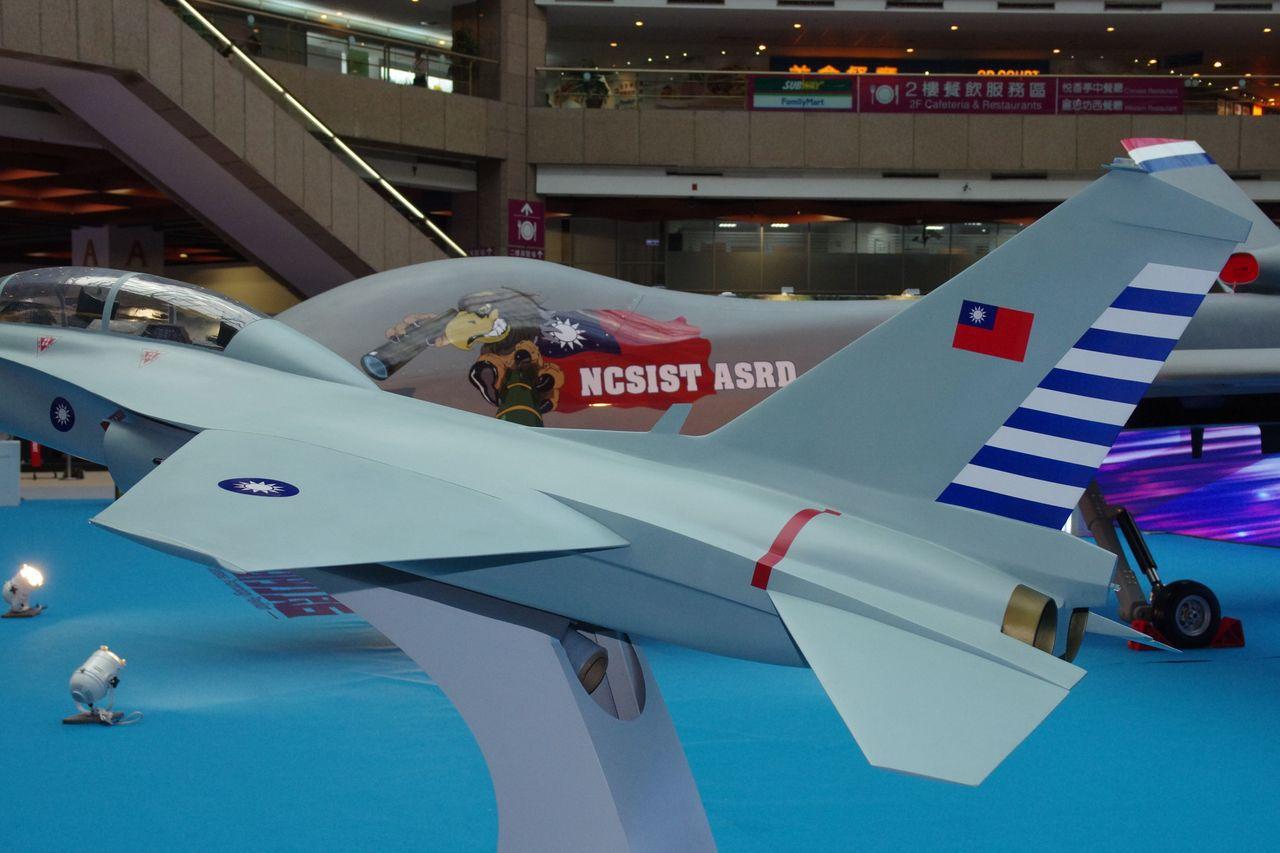 XT-5高級教練機的引擎沒有後燃器,尾管外型明顯收縮,代表必須重新另作風洞測試,...