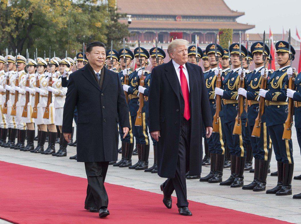 川普(前右)2017年訪問中國大陸。(新華社)