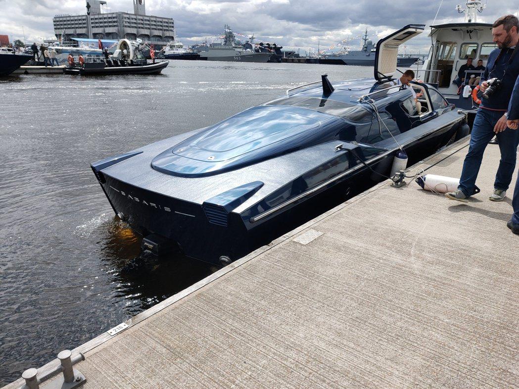 俄羅斯中央船舶設計局所所研製的水中超跑-SAGARIS水翼船,每小時時速高達12...