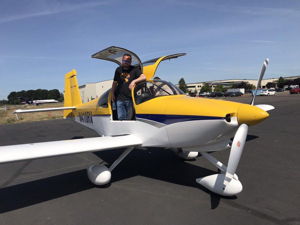 4人座的RV-10私人飛機具有GPS、Autopilot(自動駕駛儀)等功能。征...