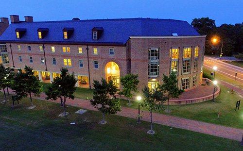 維州威廉瑪麗學院在圖書館一項中排名全美第六,在「最開心學生」列表也排名第六。...