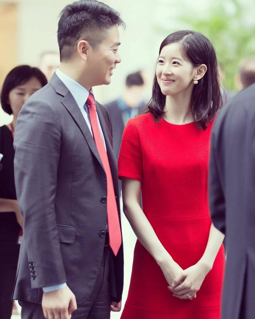 劉強東與奶茶妹於2015年結婚。圖/擷自instagram。